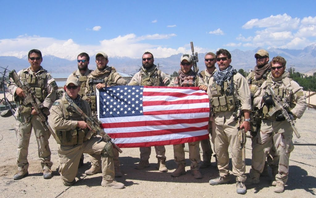 SoldierswithUSFlag