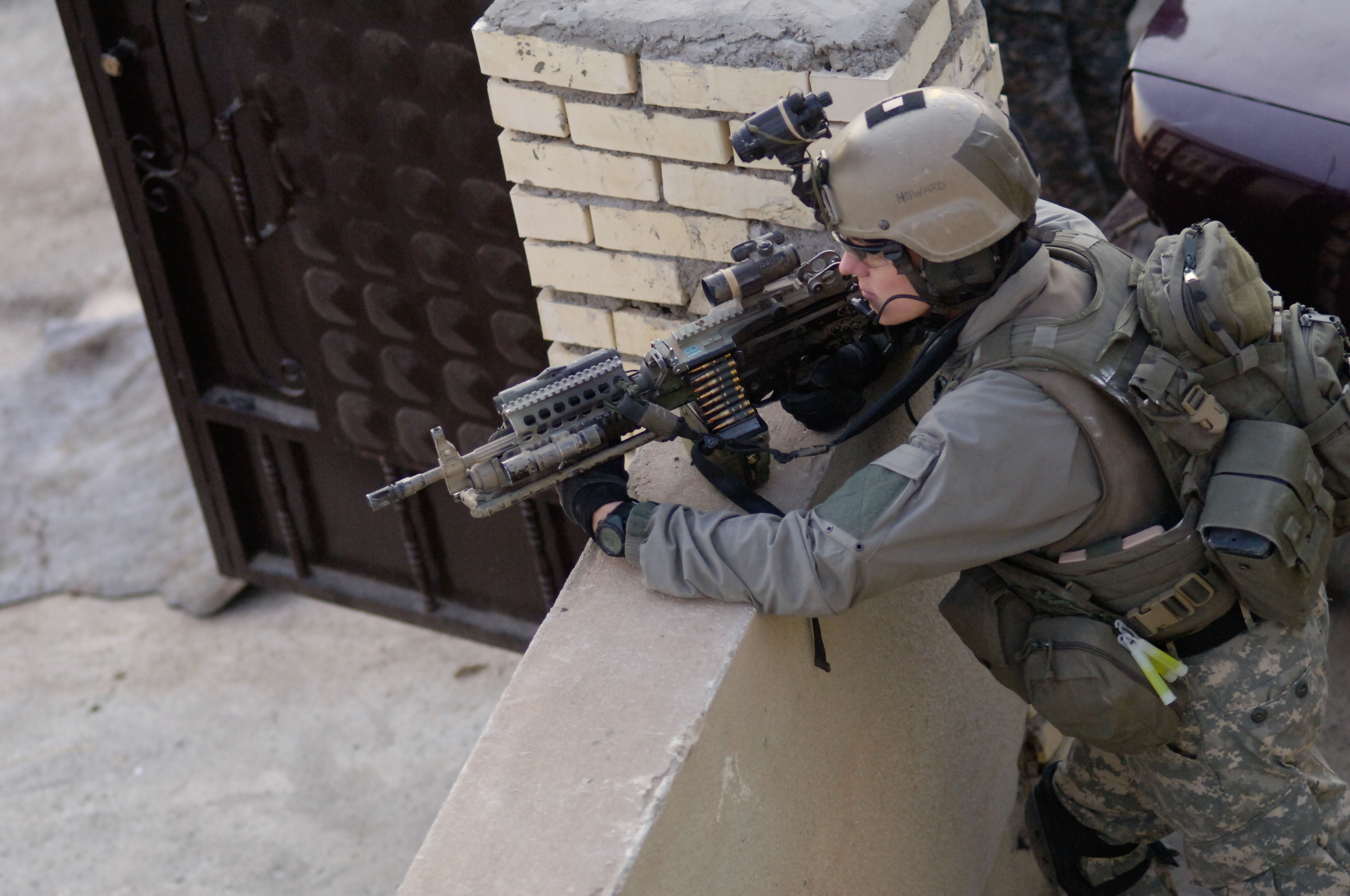 U.S._Army_Ranger,_2nd_Battalion,_75th_Ranger_Regiment_providing_Overwatch_in_Iraq_2009