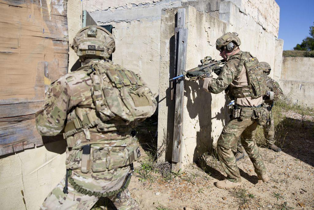 Le-prince-Harry-lors-d-un-exercice-d-entrainement-de-commando-avec-l-armee-australienne-en-Australie-9-mai-2015_exact1024x768_l