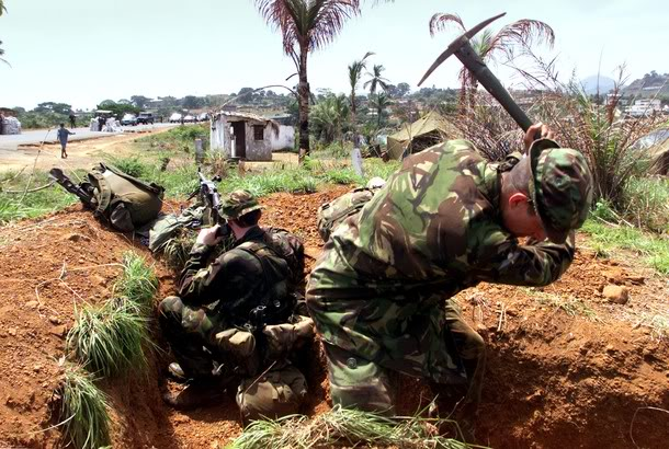british-soldiers-set-up-position-09-may-2000-in-freetown